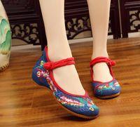 sapatas lisas da dança do quadrado venda por atacado-Cai Feng atualizado engrossado fundo tendão genuíno flat bordado sapatos de pano sapatos de casamento vento nacional dança quadrada