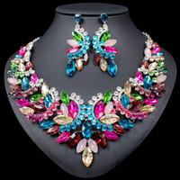 hint moda kolye toptan satış-Moda Büyük Kristal Bildirimi Kolye Küpe seti Gelinler Düğün Parti Kostüm Mücevher Kadınlar için Hint Gelin Takı Setleri