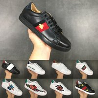 sapatos pretos bordados venda por atacado-Moda Casual Running Shoes Abelha Bordado para Homens Mulheres Triplo Preto Branco Top qualidade Designer De Luxo Esportes Tênis 36-44