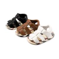 bebek çocuk karyolası ayakkabıları toptan satış-Yenidoğan Bebek Yürüyor Bebek Boys Ayakkabı Yaz Pu Deri İlk Walker Beşik Ayakkabı Yumuşak Kauçuk Taban Prewalkers Moda Ayakkabı