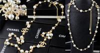 jóia colar de design colar venda por atacado-Qualidade Celebrity Design Carta Pérola Bola Cadeia Colar De Moda Carta De Metal Colar De Diamantes Com Caixa De Jóias