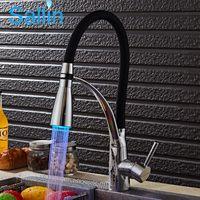 tête de robinet de cuisine led achat en gros de-LED cuisine robinet pont monté évier mélangeur eau chaude et froide pivotant cuisine robinet jet tête tirer vers le bas grue