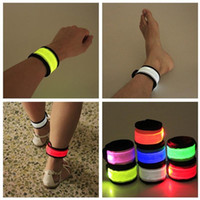 renkli bilezik flaş toptan satış-Parlayan Bilek Kayışı Renkli LED Işık Yansıtıcı Kol Kemer Gece Spor 3 Için Karanlık Flaş Bilezik Parlayan 8rq XB