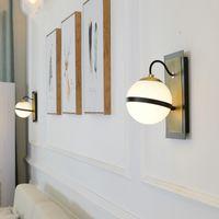 aplique al por mayor-Minimalismo nórdico Corredor Lámpara de pared Led Salón Lustre Cristal Globo apliques de pared Apliques Metal negro Luz de soporte para el dormitorio