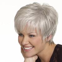 peinados de dama corta al por mayor-plata recta corta gris peluca flequillo lateral de la moda a prueba de calor grises peinados pelucas de pelo sintético para las mujeres de edad mayor de la señora