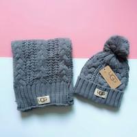 ingrosso set di sciarpe invernali-Sciarpe per cappelli da uomo e da donna di alta qualità Set di cappelli invernali Berretto lavorato a maglia Sciarpe calde Cappelli Gorro Collo Lettera Design Cappello Fazzoletto da collo