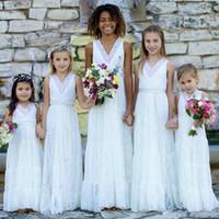 robe de demoiselle d'honneur en dentelle blanche achat en gros de-Country Style Boho Dentelle Fleur Filles Robes Blanc V Col Gaine Designer Pour Les Mariages Juniors Demoiselles D'honneur Pas Cher Long