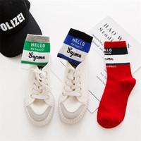 fabricantes de calcetines al por mayor-Stripe Leisure Sports Calcetines Fabricantes al por mayor Nuevos Deportes Hombres y Mujeres Harajuku English Alphabet Cotton Socks