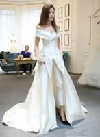 calças de vestido branco sexy venda por atacado-Mulheres Macacões Branco Cetim Fora Do Ombro Vestidos de Noite 2019 Sexy Formal Pant ternos Com Trem Prom Pageant Vestido de Festa Vestidos de Novia