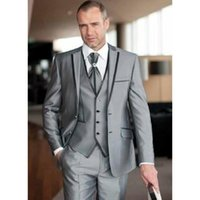 ingrosso smoking argento degli uomini-Costume Mariage Homme 2017 Custom Made Silver 3 Pezzi (Giacca + Pantaloni + Gilet) Tuta da uomo Tuxedo Groom Wedding Suit Taglie forti Taglie forti