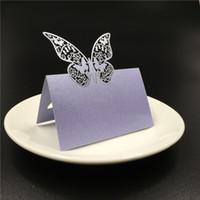 isim dekoru toptan satış-50 Adet / grup Ücretsiz kargo lazer kesim kelebekler tasarım Düğün Adı Yeri davetiye Kartları Mavi Beyaz RSVP Kartları Parti Masa Dekor