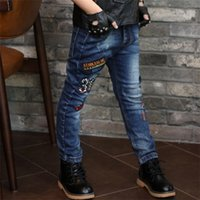 große jeans großhandel-2018 New England Stil Big Boy Herren Kinder koreanische Mode Taschen elastische Taille Kinder Hosen Brief Charakter Jeans Baby Kleidung