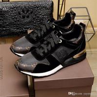 zapatos de cuero ocasionales de la nueva llegada al por mayor-Nueva llegada de la marca de lujo de cuero zapatos casuales Mujeres dama diseñador zapatillas hombres zapatos de moda de cuero genuino Color mezclado Tamaño 36-46