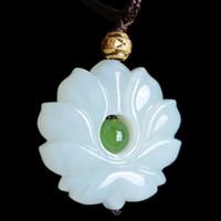 geschnitzter lotusanhänger großhandel-Natürliche Quarzit Weiß Jade Lotus Anhänger, Weibliche Stil Geschnitzte Doppelseitige Lotus Blume Gold Perlen Halskette Jade Anhänger