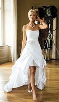 tafta artı elbiseler toptan satış-2019 Zarif Ucuz Yüksek Düşük Sahil Gelinlik Kadınlar için Seksi Boncuklu Aplike Fildişi Tafta Ülke Stil Korse Gelin Törenlerinde Artı Boyutu