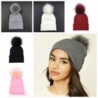 ingrosso calze collant invernali-Plus Pom Cappello lavorato a maglia Winter Beanie Fashion Classic tight knitted Fur Pom Hat Women Cap copricapo Copricapo Scaldamani MMA789