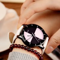 relógio feminino exclusivo venda por atacado-Mulher estudante relógio de moda simples relógio de Pulso De Quartzo estilo do carro esportivo Vermelho Branco preto PU banda menina Casual sports relógios relógio Presente original