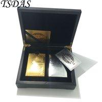 étui en or 24 carats achat en gros de-Cadeau de luxe pour le Nouvel An 24k Gold Poker Card Plaqué Or Argent doré 500 Euro, 2pcs Pack de cartes à jouer dans un étui en bois