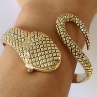 vogue quarzuhr großhandel-2017! Neu! Schlange Bangle Uhren Damenmode Armbanduhr Vogue Mädchen Marke Quarzuhr Religios Reloj Montre femme GD-022 Y18110310