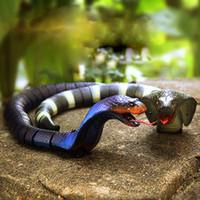 cobra de juguete al por mayor-Novedad Control remoto por infrarrojos Cobra Snake Juguetes divertidos Carga USB Cobra Super Simulación Animal Juguetes de broma