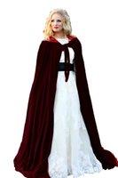 veste de satin rouge femmes s achat en gros de-Doublure rouge Mariage Veste Wraps Chaud Velours Sans Manches Capuchons Capes Costumes d'Halloween pour Femmes Hommes Cosplay Cloak De Mariée S-6XL