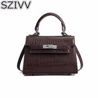 9826eeae2 SZIVV 2018 Novas Mulheres Rebite Mini Tote Bag Moda Versão Coreana Jacaré  PU Bolsa De Couro Das Senhoras Ombro Saco Do Mensageiro