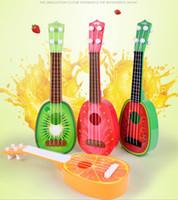 guitarra de instrumentos musicais de brinquedo venda por atacado-Pode jogar as crianças da primeira infância fruta guitarra ukulele grão de madeira instrumento musical violino presente de brinquedo de música