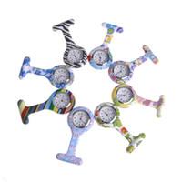 insecto de la flor al por mayor-Burbuja de colores / bug / flores de color púrpura pálido reloj de bolsillo de silicona doctor Fob Quarta relojes médicos lindos patrones enfermera reloj pin relojes