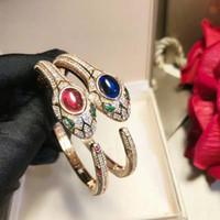 vente de bracelets diamant bleu achat en gros de-Derongems_Elegant Entièrement Diamonds Sapphire / Ruby Snake Mariage Bangles_S925 Argent Sterling Rouge / Bleu Stone Party Bangles_Facotry Vente directe