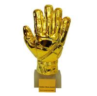 trophées de tasses achat en gros de-Football Résine GOALKEEPER Trophée de la Coupe du Monde de Golden Glove Award Trophée de la Gardienne de But en Or Souvenirs Coupe du Monde CCA9742 1pcs