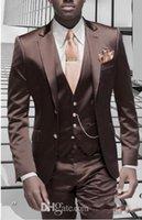 traje de hombre marrón brillante al por mayor-Nuevo diseño Slim Fit Shiny Brown novio esmoquin padrinos de boda hombres Trajes de negocios formales hombres Prom Dinner trajes por encargo (Jacket + Pants + Tie + Vest)