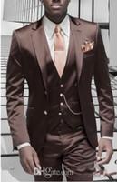 костюм мужчин блестящий коричневый оптовых-Новый Дизайн Slim Fit Блестящий Коричневый Жених Смокинги Groomsman Мужчины Формальные Деловые Костюмы Мужчины Пром Ужин Костюмы На Заказ (Куртка + Брюки + Галстук + Жилет)