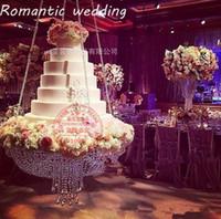 décoration de mariage en perles achat en gros de-Support de gâteau de lustre en cristal rond D60 suspendu avec la table de gâteau perlé en cristal pour la décoration d'anniversaire de noce