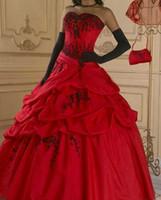 rotes satin korsett kleid großhandel-Red Gothic Brautkleid Ballkleid schwarz Perlen Schatz Korsett Taille Lace-up zurück Vintage Farbe Brautkleider nach Maß