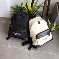 Wholesale Women s bag new backpack travel bag has a very nice look very good