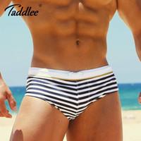 bikini despojado al por mayor-Taddlee Brand Sexy Traje de baño para hombre Trajes de baño para hombre Bañador boxer con bragas Bikini Gay Pene Bolsa Tabla de surf Pantalones cortos Tronco Tira Estampado
