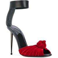 elegantes sandalias de tacón al por mayor-Famosos zapatos de diseño de terciopelo sandalias de nudo de cuero suave Nuevo hardware con estilo Spike Heels Peep Toe Stilettos de cuero suave Sandalias de verano
