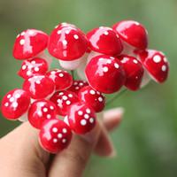 ingrosso miniature garden-Artificiale colorato mini Mushroom fairy garden miniature gnome moss terrarium decor mestieri di plastica bonsai home decor per FAI DA TE Zakka 100 pz