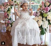 vestidos de batismo frisado venda por atacado-Luxo Primeira Comunhão Vestidos para Meninas Jewel Neck Manga Curta Lace Apliques Frisado Longo Batizado Vestido Com Chapéu Top Quality