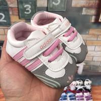 suela de cuero para bebé al por mayor-Zapatos de bebé de suela blanda Zapatos de cuero de PU Zapatos de deporte para niños recién nacidos Niños Caminante de niños recién nacidos Prewalker 0-1T