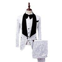 one button white blazer men toptan satış-Beyaz Jakarlı Erkek Düğün Smokin Siyah Kadife Yaka Bir Düğme Damat Smokin Erkekler Balo / Akşam Yemeği 3 Parça Suit Blazer (Ceket + Pantolon + Kravat + Yelek) 360