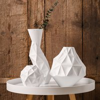 decoração moderna vaso branco venda por atacado-Os vasos geométricos cerâmicos branco vaso de mesa vaso de decoração para casa moda modernos vasos