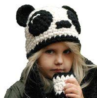 kinder häkeln hut weiß großhandel-Winter Kind Mädchen Hüte und Schal Sets für Kinder schwarz weiß handgemachte häkeln gestrickte Panda Beanie Cap Schals warmen Anzug