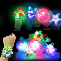 bilezik ışıklı saat toptan satış-Yaratıcı Karikatür LED İzle flaş Bilek bilezik ışık küçük hediyeler çocuk oyuncakları toptan durak satış mal Noel oyuncaklar C4778