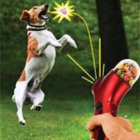 lanzador de perros al por mayor-Dog Cat Treat Launcher Snack Food Feeder Catapult Herramienta de entrenamiento interactivo para mascotas