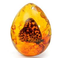 diy kelebek el sanatları toptan satış-KiWarm Sıcak Satış 5 * 4 cm Güzel Amber Kelebek Böcekler Taş Kolye Kolye Taş DIY Mücevher Kolye El Sanatları için