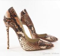 cuero repujado oro al por mayor-2018 Clásico estilo de piel de serpiente delgados tacones altos oro verde color mezclado Mujeres Bombas de cuero en relieve zapatos de señora Sexy Stiletto Zapatos