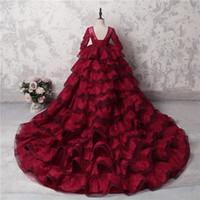 elbiseli düğün kırmızı uzun kol toptan satış-İnanılmaz Çok Katmanlı Kız Pageant Törenlerinde Koyu Kırmızı Dantel Uzun Kollu Aplikler Boncuk Çiçek Kız Elbise Düğün İçin Uzun Tren Parti Elbise