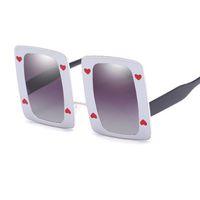 1277a5a9ad6ec Engraçado Óculos de Poker grandes óculos de sol brancos das mulheres dos  homens Decoração do coração de óculos oversized Partido quadrado óculos de  sol ...