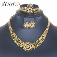 conjuntos de joyas de imitación al por mayor-AYAYOO Conjuntos de joyas africanas de Dubai 2018 Conjuntos de joyas de color dorado nigeriano para mujeres Conjunto de collar de cristal de imitación de boda